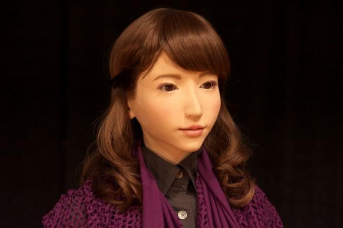 앵커 데뷔를 앞둔 에리카. 에리카를 개발한 이시구로에 따르면 에리카는 '농담'과 '연민' 같은 인간적인 정서를 습득하고 있다고 합니다. – 오사카대학 사진 제공